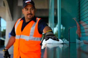 Universal Site Services worker doing property management in Milpitas